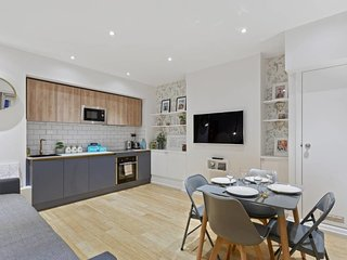 Newly Renovated 1Bed Flat, Westminster, Sleeps 4.