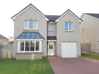 Lovely Executive 4 bed Detached House plus Free Parking