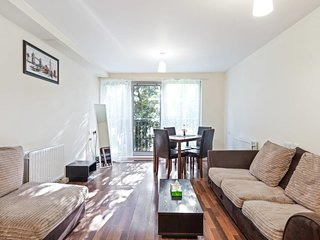 Cosy 2 bedroom flat in Prince Regent, 3min to stn.