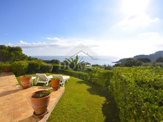 Fornells de la Selva Apartment Sleeps 5 with Pool and WiFi - 5623648
