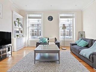 Beautiful 4 bedroom, 2 bathroom house in Camden