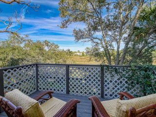 Marsh Treehouse View home, close to downtown and beach, Fire pit - FREE FUN attr