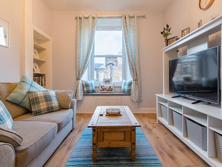 423 - Cozy one bedroom apartment 10 mins from the bottom of the Royal Mile