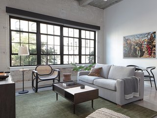 Bold 2BR | Gym | Warehouse District by Lyric