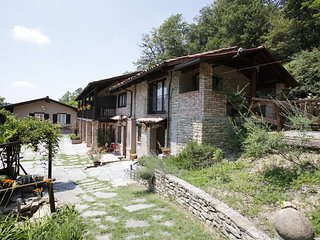 4 bedroom Apartment in Serravalle Langhe, Piedmont, Italy : ref 5443274