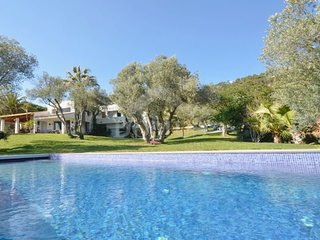 4 bedroom Villa with Pool and WiFi - 5623772
