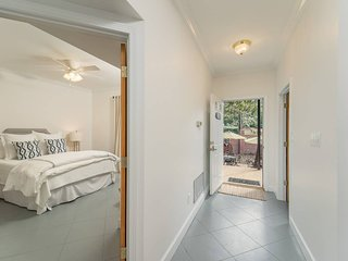 Camellia Suite - 2BR/2B - 4 guests > 14-yrs old/6 total