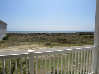DOG FRIENDLY- 4BR4BA Villa-200 FT TO BEACH DIRECTLY ACROSS FROM WALK