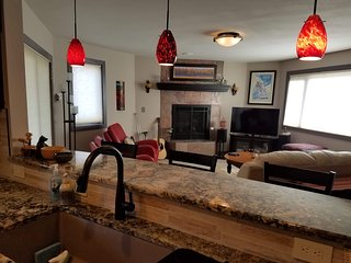 Frostfire E42 Large 1 Bedroom, Short Walk to Lifts by SummitCove Lodging
