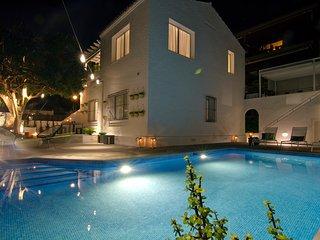 Lujosa villa con piscina privada  en Sitges a 10 minutos andando del centro