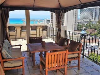 Expansive Penthouse-360 View-Walk to Waikiki Beach