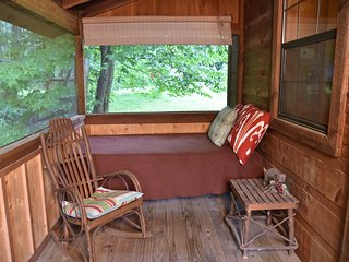 CREEKSIDE Tiny Cabin by Pigeon Forge