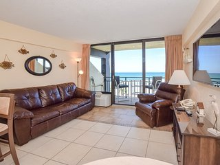 Family-friendly And Right On The Beach!! Ocean Front One bedroom suite sleeps 6!