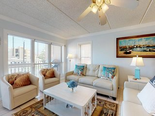 Ocean view newly remodeled condo W/free WiFi-Close to entertainment district!
