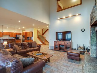 Secluded luxury home w/ fireplace, game room, and mtn/lake views!