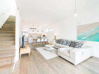 Bright and Breezy Bondi Beach House BB56