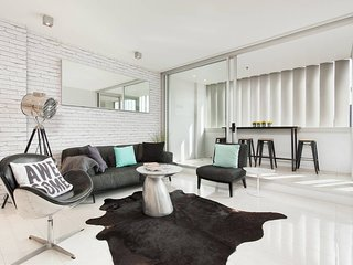 Chic City Abode - Harbour Views 410