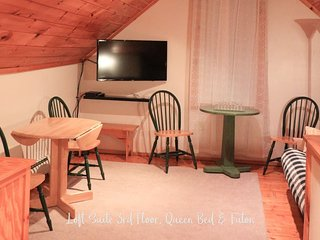 Allegory Inn-3rd fl Loft Suite -Queen Bed w/Futon (Twin Mountain/Carroll NH)