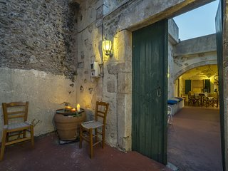 Moundros 1620 Venetian residence
