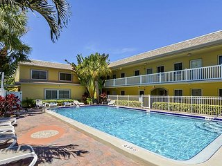 2BR 'Waves 20' Condo Across From St. Pete Beach – Walk to Dining & Shopping