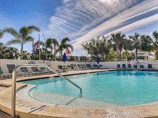Prime Beachside 2BR Condo w/ Pool - Walk to Dining, Shopping & Entertainment