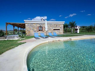 Villa Iridanos / Suitable for guests with mobility needs