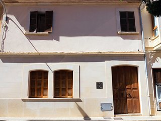Born 23 - Townhouse with pool in the centre of Lluchmayor FREE WIFI