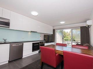 Horizons 518 - Modern apartment on the Lake Jindabyne foreshore