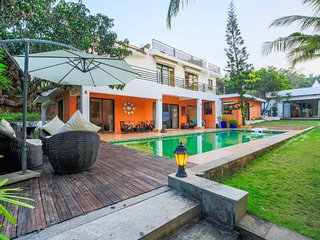 Uber-luxe 4-BR villa with private pool in Nerul