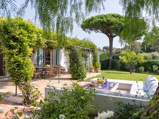 Saint-Tropez Villa Sleeps 10 with Pool and Air Con - 5702428