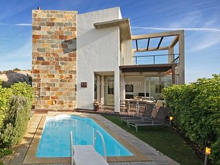 3 bedroom Villa with Pool, Air Con and WiFi - 5622098