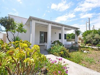 2 bedroom Villa with Walk to Beach & Shops - 5605596