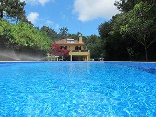 Charming Villa até 14 pessoas, com piscina, junto à praia, pinhal, golfe