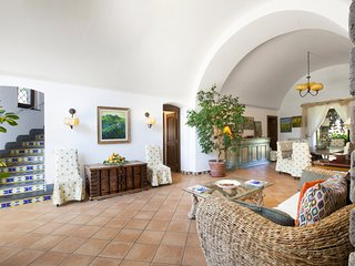 Sant'Agata sui Due Golfi Villa Sleeps 9 with Pool and Air Con - 5702422