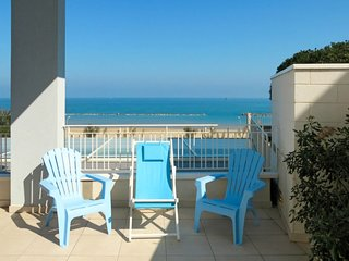 2 bedroom Apartment with WiFi and Walk to Beach & Shops - 5702624
