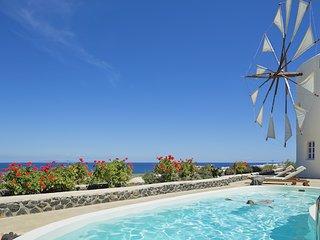 2 bedroom Villa in Porí, South Aegean, Greece : ref 5700434