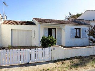 2 bedroom Villa with Walk to Beach & Shops - 5802087