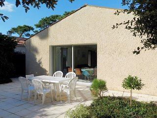 3 bedroom Villa in Les Mathes, Nouvelle-Aquitaine, France : ref 5702185