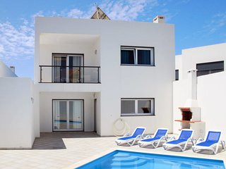 3 bedroom Villa with Air Con, WiFi and Walk to Beach & Shops - 5702713