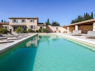 5 bedroom Villa in Châteaurenard, Provence-Alpes-Côte d'Azur, France : ref 57024