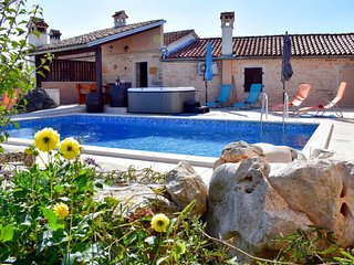 Gljuscici Holiday Home Sleeps 4 with Pool Air Con and Free WiFi - 5702337