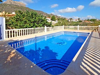2 bedroom Villa with Pool, WiFi and Walk to Beach & Shops - 5702077