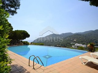 3 bedroom Apartment with Pool - 5623718