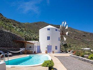 2 bedroom Villa in Porí, South Aegean, Greece : ref 5700392