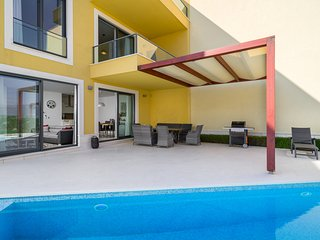 Acadia Beachfront Apartment D1 with private pool in Slatine