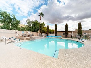 Quiet townhouse w/ shared pool & hot tub - near activities for the whole family