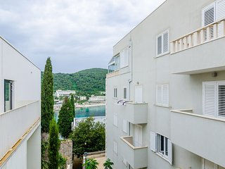 Grand Apartment - Three Bedroom Apartment with Terrace and Partial Sea View