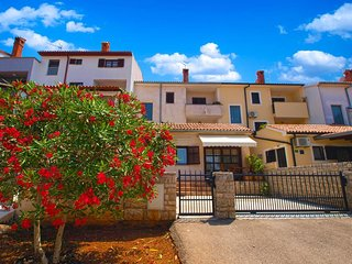Spacious apartment in Pula with Washing machine, Air conditioning, Terrace