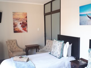 Blue Sea Unit 2 ( Sleeps 2 guests - sharing )