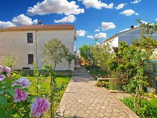 Spacious apartment in the center of Galizana with Parking, Internet, Washing mac